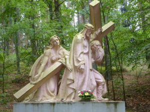 Kalwaria we Wielu (Szymon Cyrenejczyk pomaga nieść krzyż Chrystusowi).