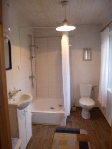 Łazienka w chatce.