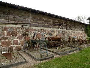 Skansen starych maszyn rolniczych.